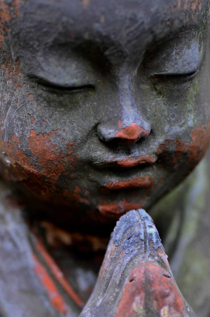 budha praying